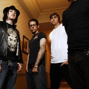 Portrait du groupe Angels and Airwaves