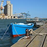 Barque à l'amarre à Port la Nouvelle
