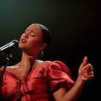Mayra Andrade sur scène à la Cigàlière de Sérignan